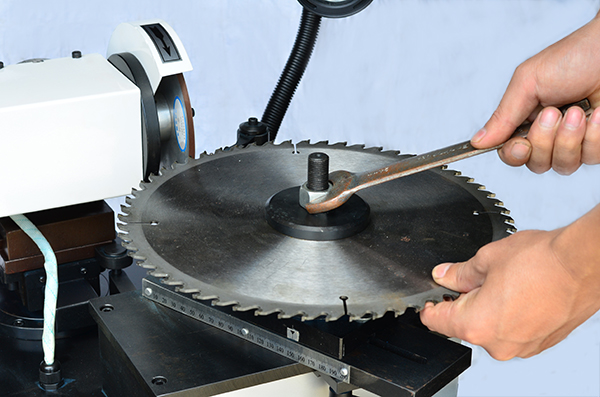 You can buy various high quality saw blade sharpening machine from PURROS Machinery. We are saw blade sharpener Supplier.